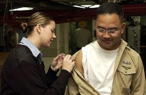 Людям, живущим с ВИЧ и СПИДом, или людям с ослабленной иммунной системой по какой-либо другой причине следует с осторожностью применять определенные вакцины
